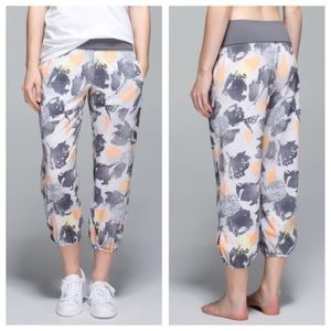 Lululemon OM Pants-Mini Art Pop print size 4